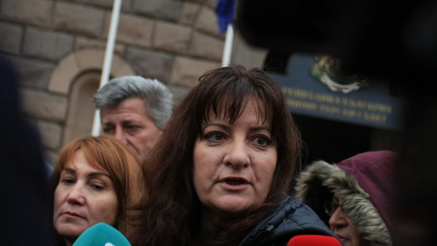 Майки на деца с увреждания искат оставката на Сачева, готвят протест