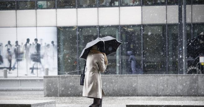 Днес от северозапад валежите ще спират, а над Северна България