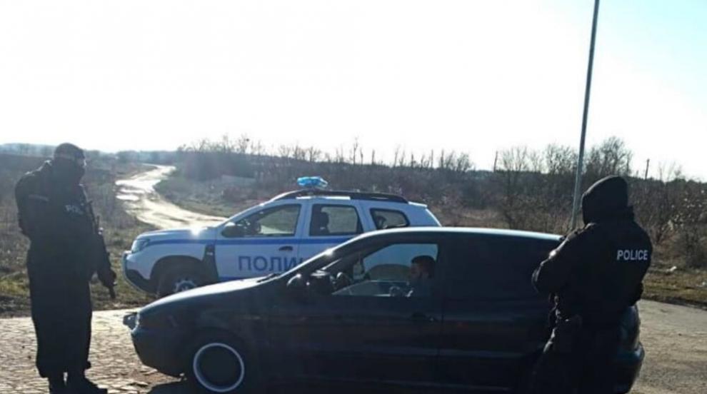 Спецакция в село Каменар: 13 души са задържани, един влиза в затвора (СНИМКИ)