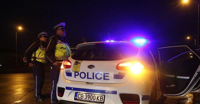 Засилено полицейско присъствие има на входовете на градове и квартали,