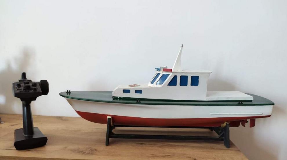 """Морското училище участва с модел на катер в """"Базар на професиите"""""""