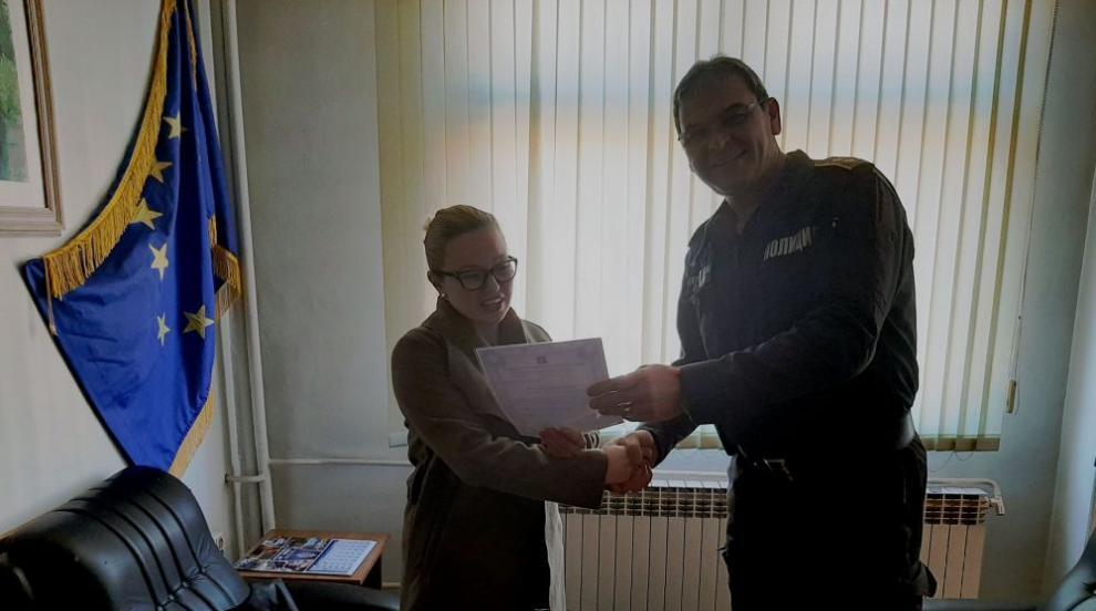 Благороден жест: Млада жена от Габрово върна изгубен портфейл с документи...