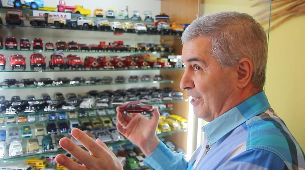 Полковник събира редки автомобили и секретна военна техника в частен...