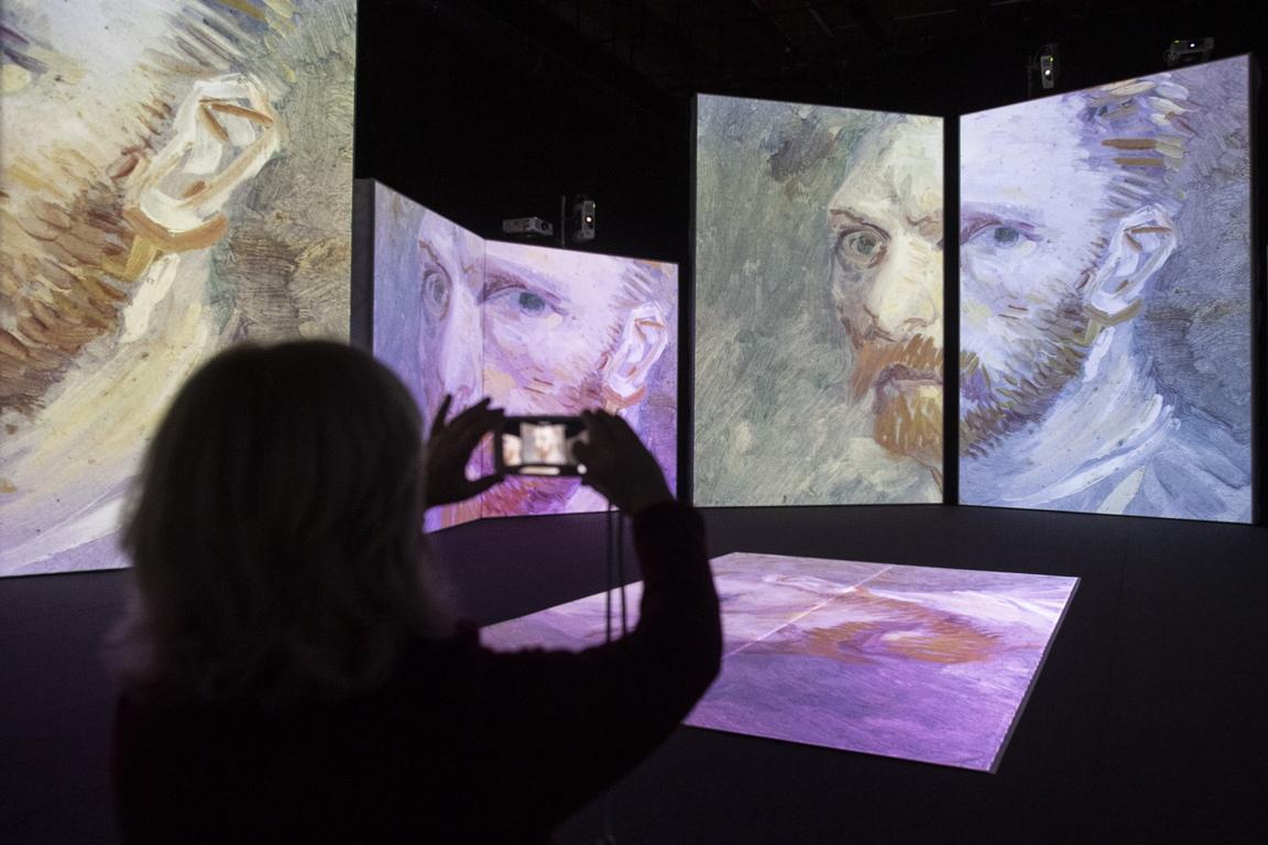 Изложбата позволява на възрастни и деца да тръгнат по свой собствен път и да развият индивидуален прочит на произведенията, докато се разхождат по MAAG Halle, изследват скрити кътчета, разглеждат картините от нови ъгли и откриват уникални перспективи.