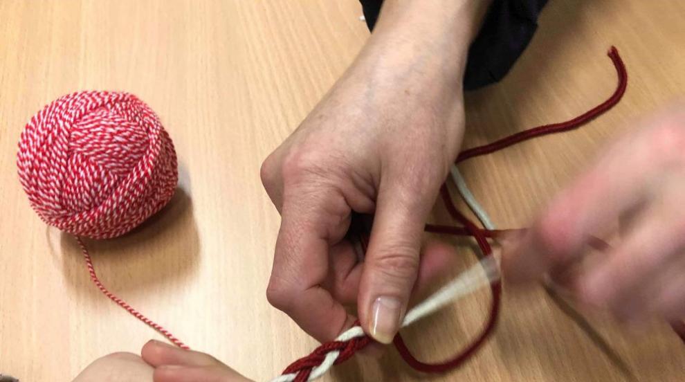 Малки и големи плетоха мартеници в Брацигово в инициативата