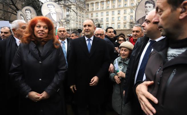 Румен Радев и Илияна Йотова поведоха гражданското шествие
