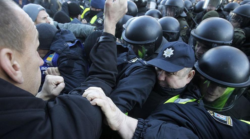 Сблъсъци в Украйна заради евакуирани от епицентъра на коронавируса...
