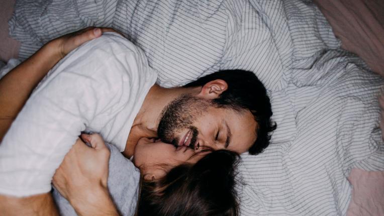 8 неща, които щастливите двойки правят преди да заспят