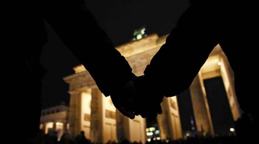 Десетки хиляди се включиха в бдение за жертвите в Ханау (ВИДЕО)