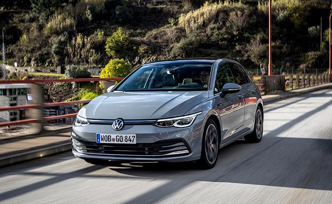За пръв път Golf се предлага с 8 двигателя, чиято мощност варира от 90 до 300 к.с., като отново за пръв Golf идва с пет хибридна задвижващи системи.