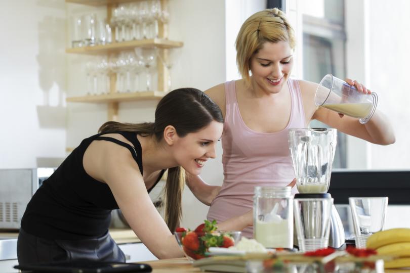 <p><strong>Разбиване на студени белтъци&nbsp;</strong></p>  <p>Основна грешка в кухнята е да се разбиват студени белтъци.&nbsp;Те трябва да бъдат на стайна температура, ако ще се приготвят целувки или каквито и да е сладкиши.</p>