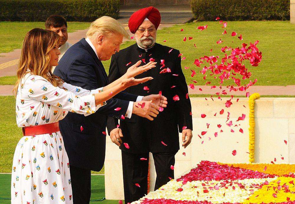 Доналд и Мелания Тръмп посетиха мемориала на Махатма Ганди