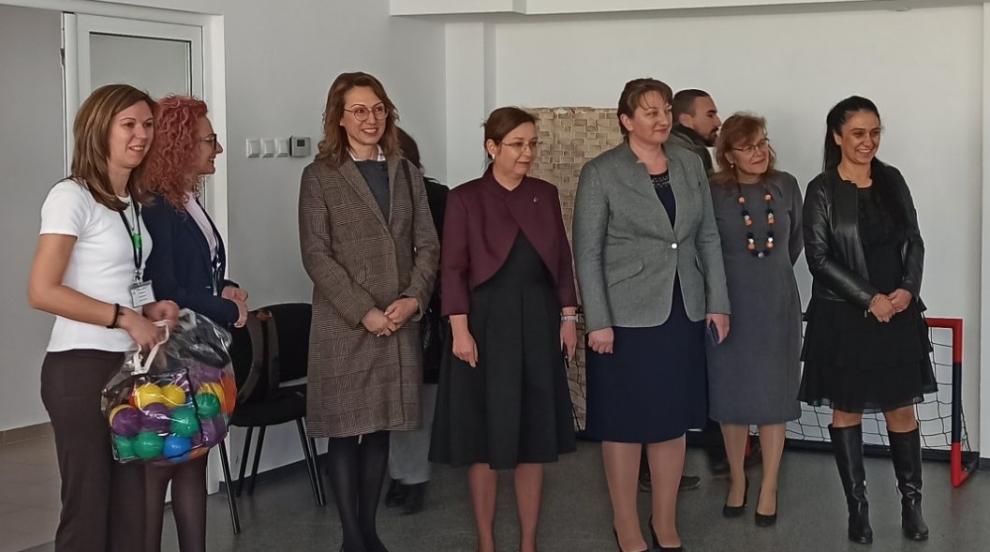 Министър Деница Сачева: Още 30 млн. лв. за социални центрове в страната