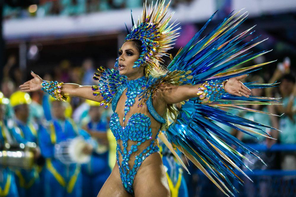 Много цвят, еротика и екзотика на карнавала в Рио