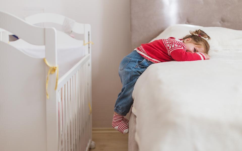 дете легло сън