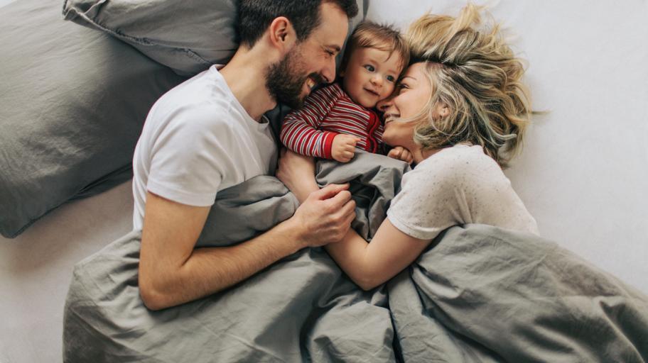 За и против спането на детето заедно с родителите