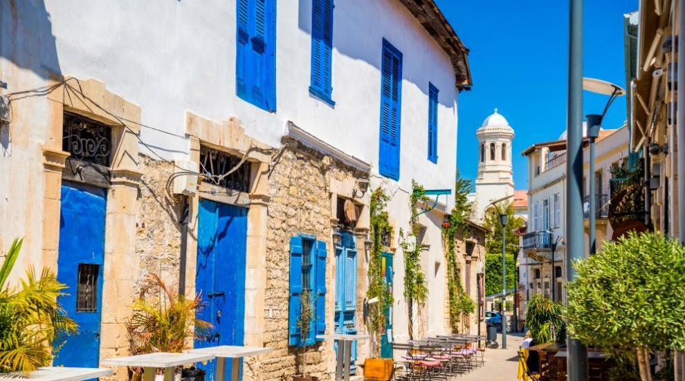 Кипър плаща цялата почивка на туристи, които се...