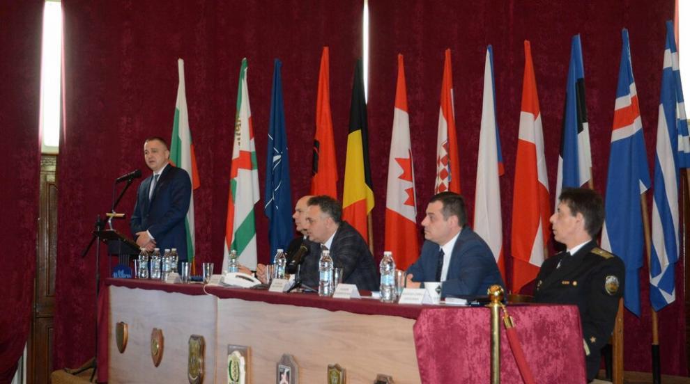 Кметът Иван Портних представи приоритетите на Варна пред командния състав...