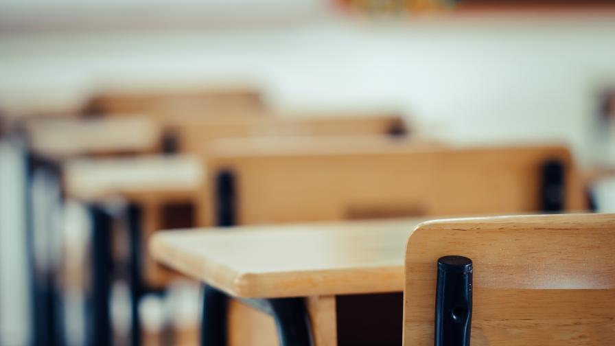 Какво ще стане с момичето, което рита паднала съученичка