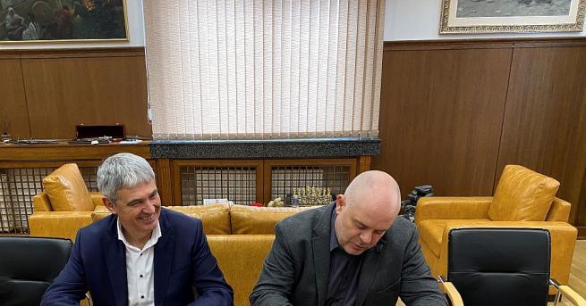 Главният прокурор Иван Гешев подписа с Конфедерация на независимите синдикати