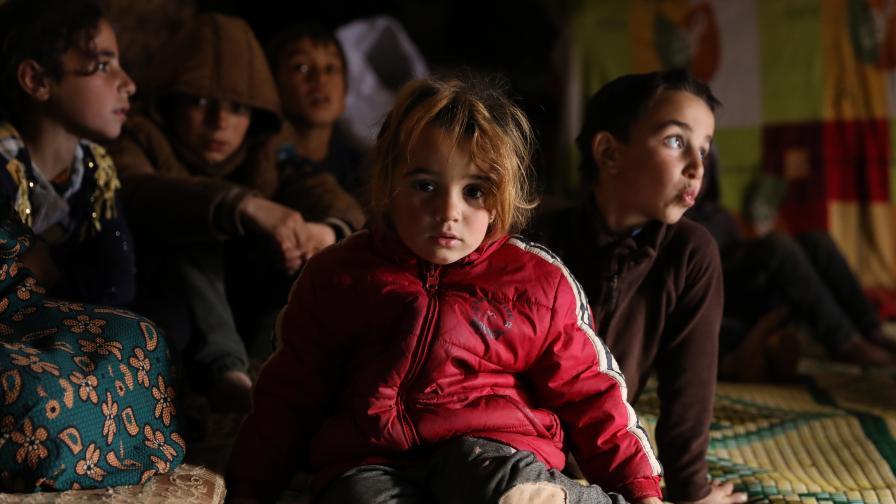Ужасът в Сирия: Деца умират, стотици хиляди...