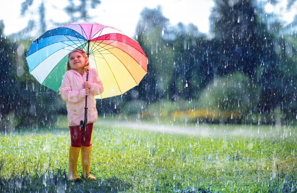 дете поляна дъжд времето