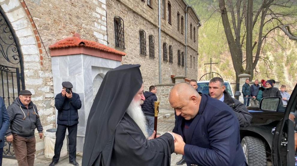 Патриархът посрещна Борисов в Бачковския манастир