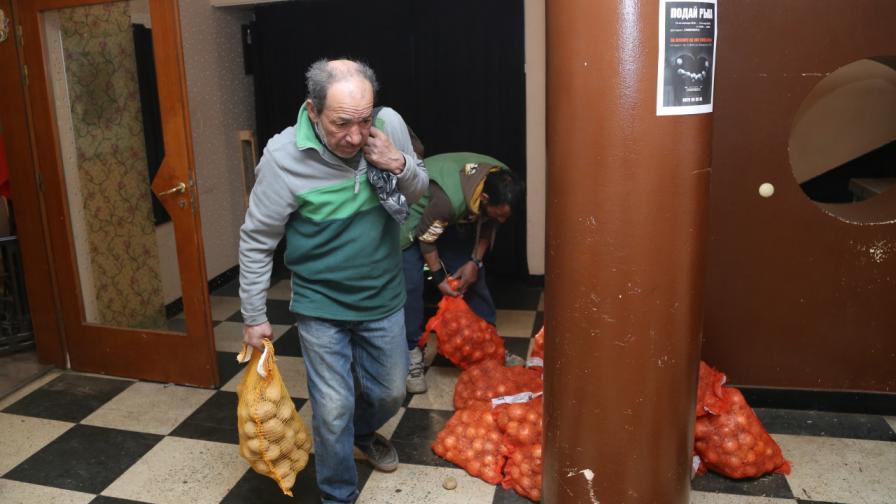 Затварят ресторанта, където бездомни се хранят през зимата