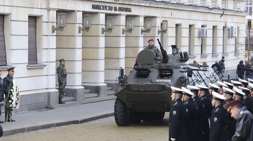 Докладът за Въоръжените сили: Остаряло въоръжение и...