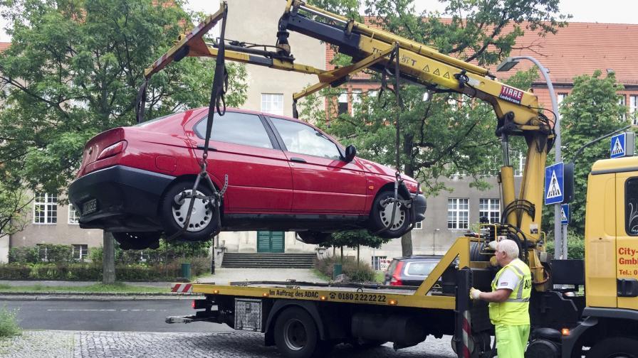 <p>Вдигането на коли от паяк &ndash; на ръба на закона</p>