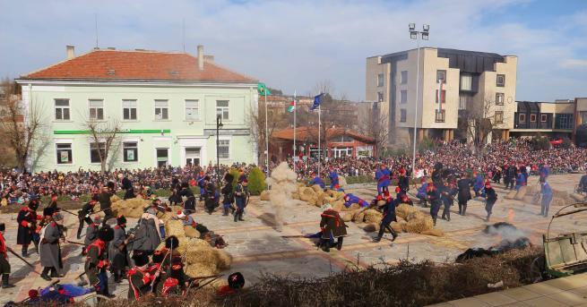 Хиляди почетоха 3 март във Велики Преслав.С историческа възстановка в