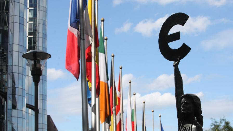 ЕК отпуска на Гърция 700 млн. евро за борба с миграционната криза