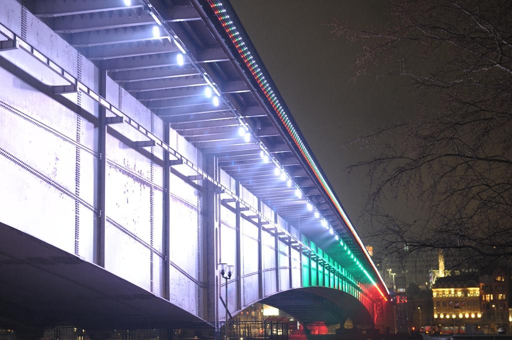 <p>Цветовете на българския трибагреник грейнаха върху емблематични мостове и символи на сръбската столица Белград по повод Националния празник на България &ndash; 3 март.</p>