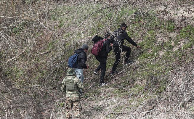 Гърция ще строи лагер за мигранти до границата с България