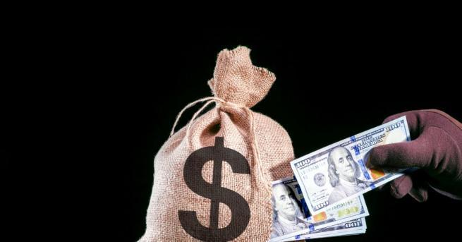 Тежко въоръжени крадци откраднаха около 15 милиона долара от брониран
