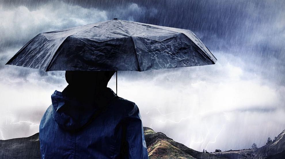 Бурята остави семейство без покрив в Югозападна...