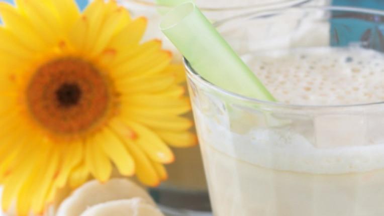 банан коктейл Марта Стюарт мляко лимон напитка