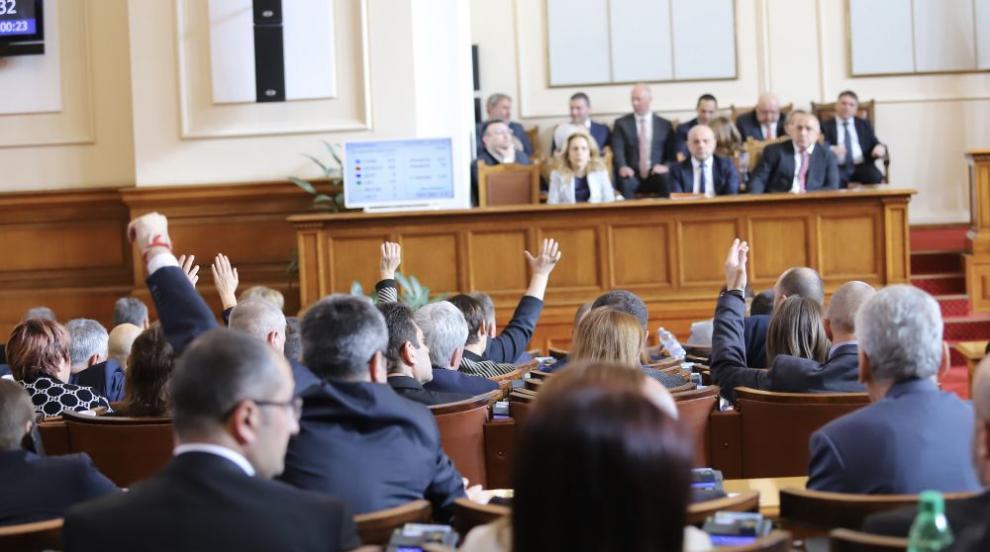Депутатите се събират за второ гласуване на...