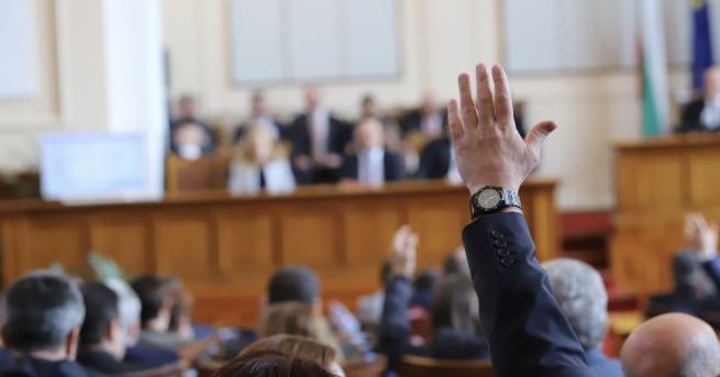 Председателят на парламента Цвета Караянчева свиква извънредно заседание на 2