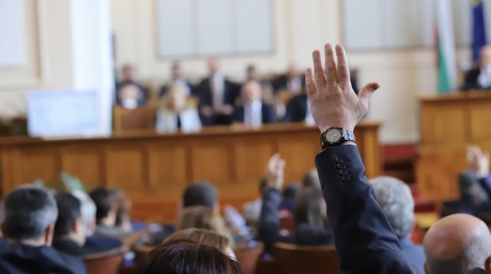 Единодушно депутатите приеха актуализацията на...
