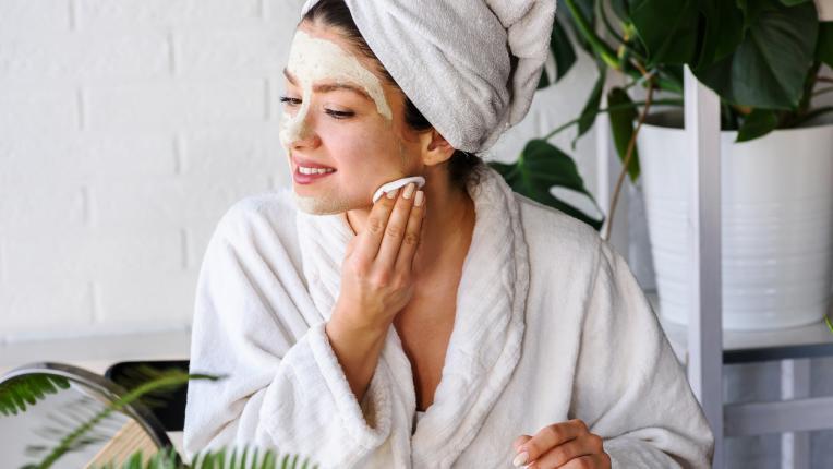 Никол Шерцингер издава 4 тайни за красива кожа