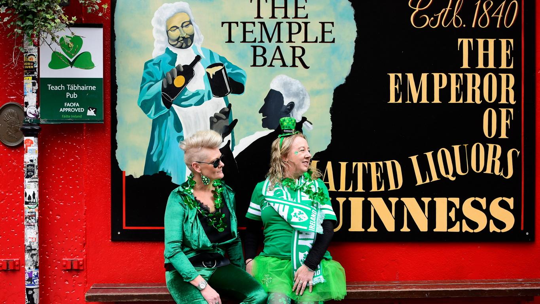 <p>Традиционните паради по случая Денят на Свети Патрик се отменят в цяла Ирландия, обяви правителството в Дъблин.</p>