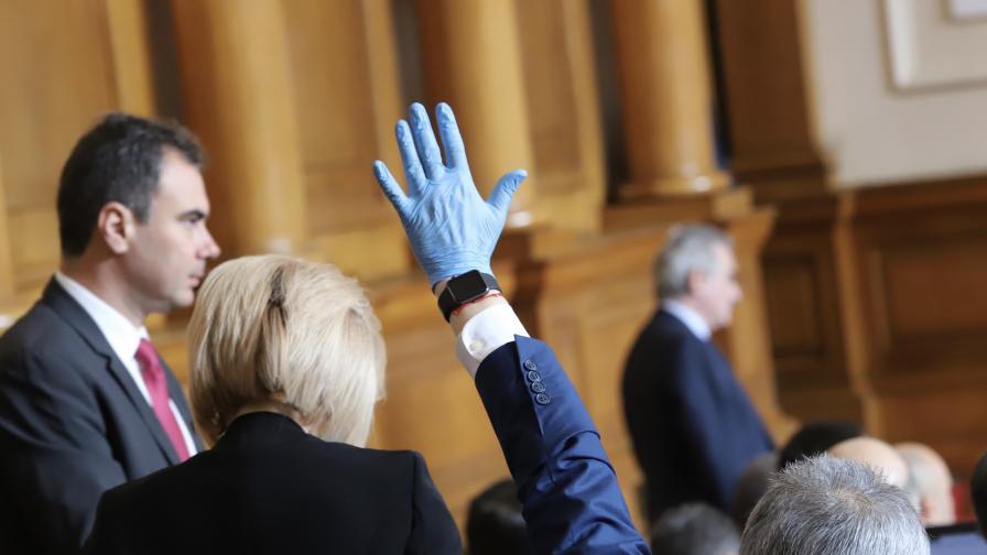 <p>Депутати и министри&nbsp;без заплати, какви са новите глоби</p>