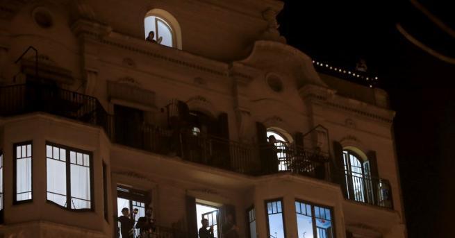 Косоварите излязоха по балконите си и дрънкаха тенджери в петък