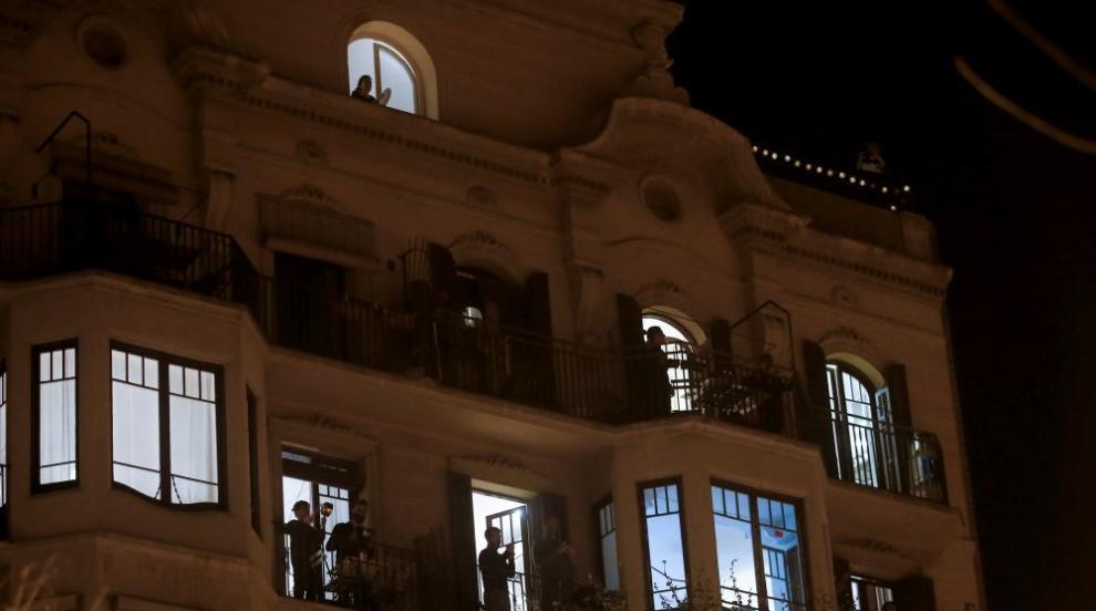 Протест от балкона: Косоварите се разбунтуваха с...