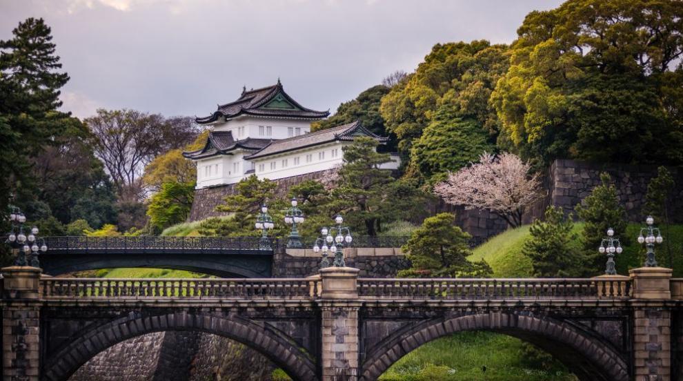 Бившият император на Япония напусна двореца си