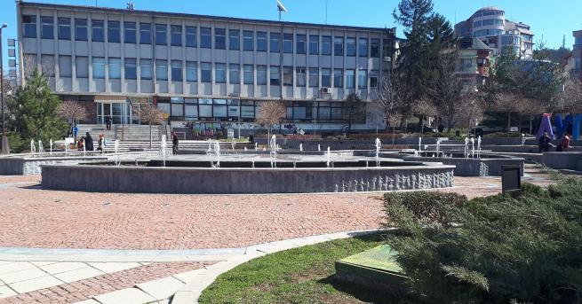 Община Дупница възстановява отново дезинфекцията на натоварените улици в града,