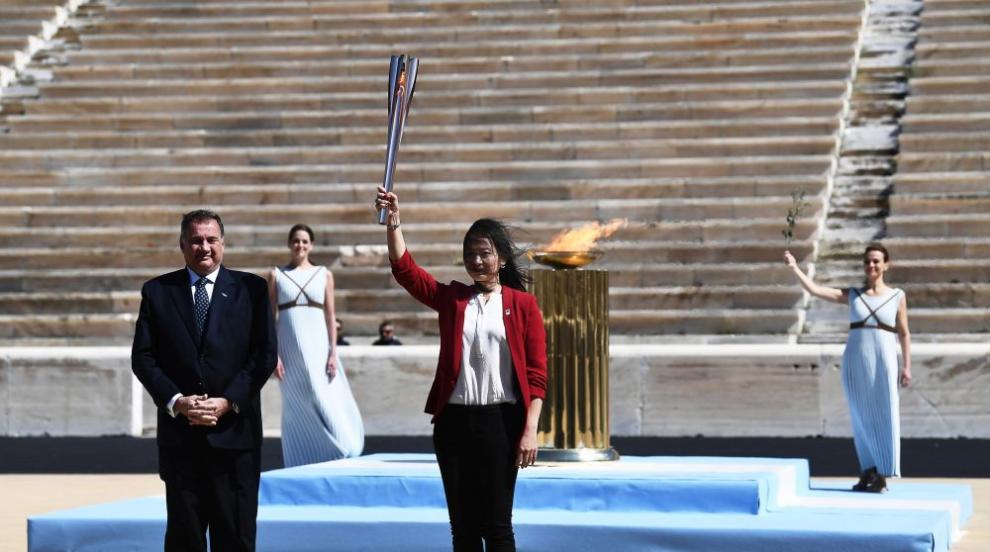 Олимпийският огън потегли към Токио (СНИМКИ)
