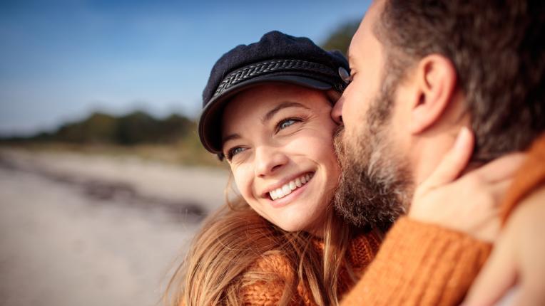 Как да разберете, че връзката ви е сериозна според зодията му