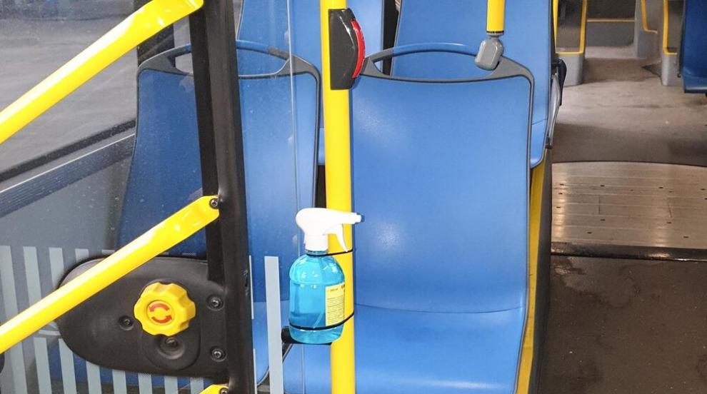 Поставят дезинфектанти за ръце в автобусите във Варна